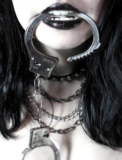 bondage-black-lips-cuff