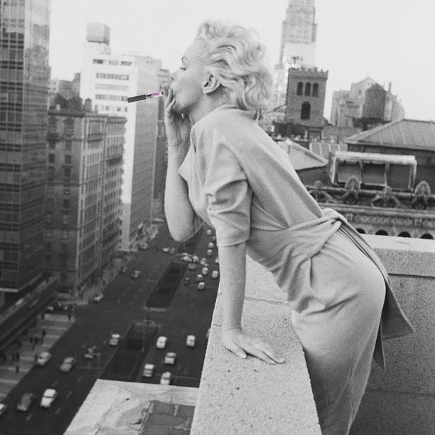 Marilyn avec une e-cig? Mais allô quoi.