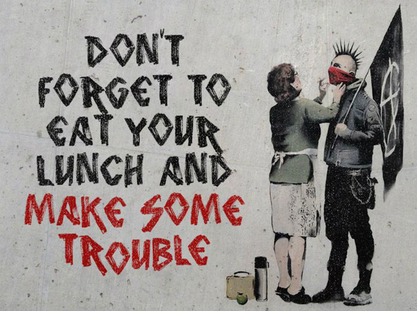 Don't forget to eat your lunch de Banksy. Trouble in Paradise.